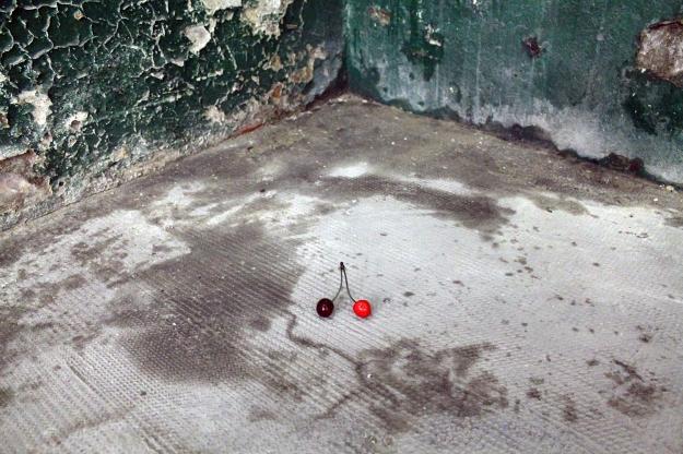 """Particolare dell'installazione site specific """"Lap Dance"""" di Francesco Carone"""